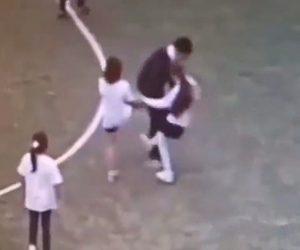 【動画】体育の授業中、男の子が女の子達に蹴りまくられる衝撃映像