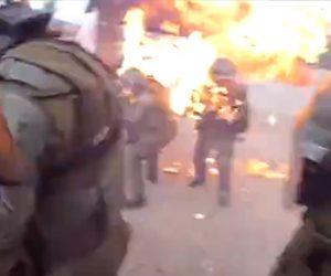 【動画】暴徒化したデモ隊が投げた火炎瓶が警官隊の女性に直撃し火だるまになってしまう衝撃映像
