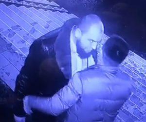 【動画】大男と男性が口論になり、大男が男性を突き飛ばすが…