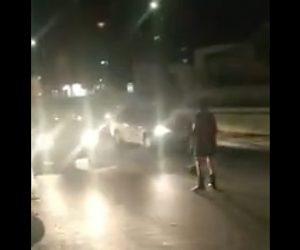 【動画】気候変動を講義する女性が車道に立ち車の前に立ち塞がるが…