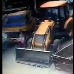 【動画】大型トラックが暴走。子供と一緒に自転車に乗る母親がはね飛ばされ落下した子供が…