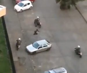 【動画】警察官がバイク5台で必死逃げる男性を追いかけるが…