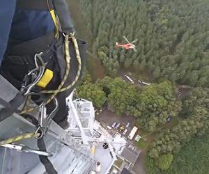 【動画】電波塔の上にヘリで運んできたアンテナを取り付ける作業映像が凄い!