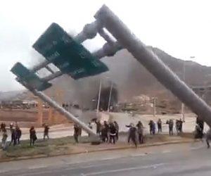 【動画】チリの反政府デモがヤバい!標識と倒し商品を略奪する衝撃映像