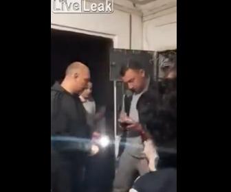 【動画】隣人同士が言い争いになり男がライフル銃を持ち出して…