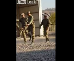 【動画】兵士訓練初日の動きがぎこちなさ過ぎる衝撃映像