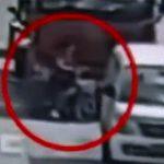 【動画】女性が運転する電動自転車が大型トラックの死角に入ってしまい…