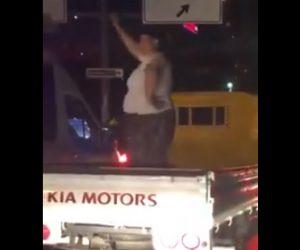 【動画】トラックの荷台で巨漢女性が踊っているがトラックが動き出し…
