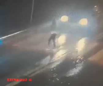 【動画】横断歩道を渡る少女が猛スピードの車にはねられ対向車にも撥ねられる