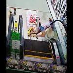 【動画】少女が壁とエスカレーターの間に頭を挟んでしまう衝撃映像