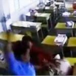 【動画】不審者が教室に侵入し女性教師を殴りまくる衝撃映像