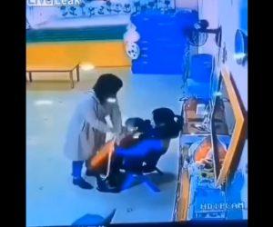 怒った父親が女教師に殴りかかる