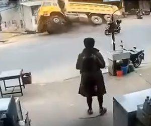 【動画】道に突然巨大な穴が開きダンプカーが落ちてしまう衝撃映像