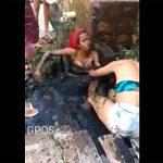 【動画】排水路で少女2人がドロドロになりながら激しい喧嘩をする衝撃映像