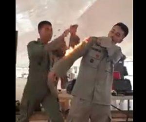 【動画】インドネシア民間防衛隊の服に火がついた時の対処法が凄い!