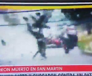 【動画】バイクで逃走する3人の強盗に警察官がパトカーで突っ込む衝撃映像