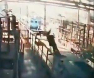 【閲覧注意動画】工業で作業員が感電し倒れてしまう衝撃事故映像