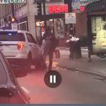 【動画】酔っぱらった男が警察官に投げ飛ばされ頭を縁石に強打する衝撃映像