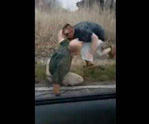 【動画】ロードレイジで男達が殴り合い。ボコボコに殴られ血まみれなる衝撃映像