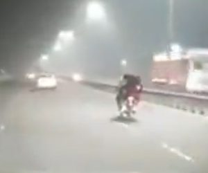 【動画】猛スピードの2人乗りバイクが居眠り運転してしまった結果…