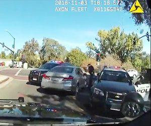 【動画】パトカーから逃げる車が警察官から銃で撃ちまくられる衝撃映像