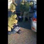 【動画】賄賂を受け取った交通警察官が逮捕される衝撃映像