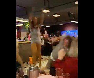 【動画】ドラッグクイーンが老婦人を突き飛ばし踊り出す衝撃映像