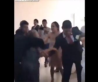 【動画】女が元彼の結婚式に乗り込み花嫁を攻撃しようとする衝撃映像