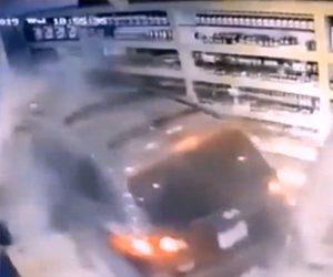 【動画】薬局に猛スピードの車が突っ込み、店内にいた店員と客の4人がはね飛ばされる衝撃事故映像
