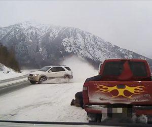 【動画】警察官に止められた車にスリップしコントロールを失った車が迫ってくる衝撃映像