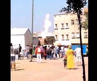 【動画】プロパンタンクに火が付きやじ馬が集まるが大爆発してしまう衝撃映像