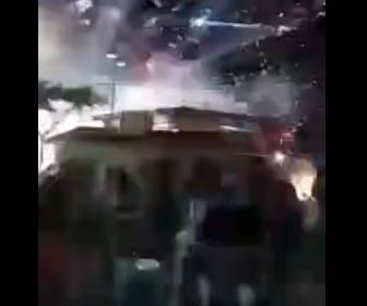 【動画】花火大会で花火が爆発し見物客が必死に逃げる衝撃映像