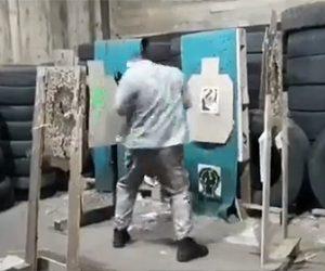 【動画】銃を早撃ちする男性のガンさばきが凄い!