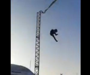 【動画】巨大なゴムで飛ばされる絶叫アトラクションで少年が落下してしまう衝撃映像