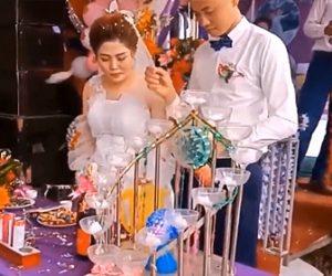【動画】結婚式で新郎がシャンパンを開けるが栓が飛び新婦の目に直撃してしまう衝撃映像