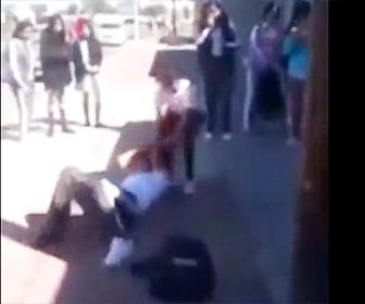 【動画】少女2人の激しい喧嘩。髪の毛を引っ張られ引きずられる少女が…