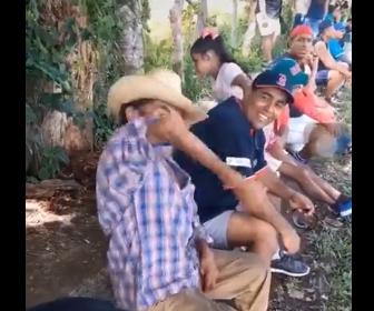 【動画】おじいさんの肘がグルグル回る。腕の動きがヤバすぎる衝撃映像【TikTok】