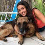 【画像】大型犬と写真を撮る少女が恐ろしい事になってしまう