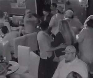【動画】バーで男性が口論になり男が至近距離から男性を銃で撃つ衝撃映像