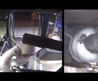 【動画】バス運賃の支払いを拒否した男がバス運転手の女性と口論になり運転手に殴りかかる衝撃映像