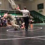 【動画】レスリングの試合で息子を投げ飛ばされた父親が相手選手に飛びかかる衝撃映像