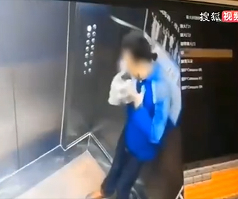 【動画】デリバリースタッフがエレベーター内で客の食べ物に唾を吐く衝撃映像