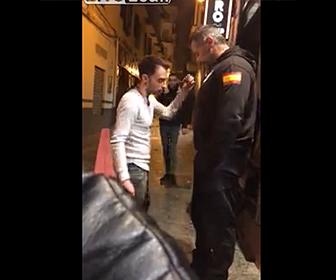 【動画】小男VS大男 ストリートファイトで衝撃ノックアウト