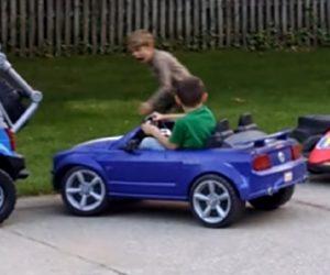 【動画】ドリフト駐車が上手すぎる少年