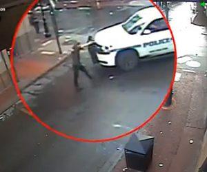 【動画】酔っぱらった男が警察車両に銃を向けてしまい…
