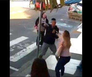 【動画】数人の母親と子供達がいる所に銃を持った強盗が現れるが…