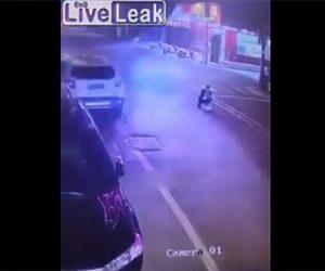 【動画】車道でうずくまる男性に猛スピードの車が…