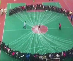 【動画】100人が回す小学生の大縄跳びが凄すぎる衝撃映像