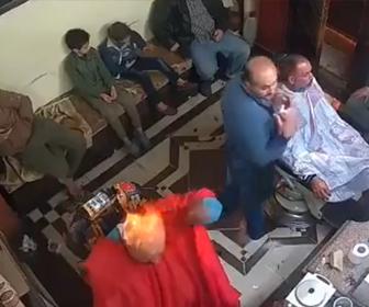 【動画】散髪店で禿げた男が自分の頭にスプレーをかけまくり火をつける衝撃映像
