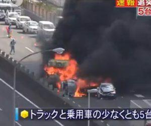 【動画】大型トラックが渋滞の列に突っ込み、4台が炎上する衝撃事故映像